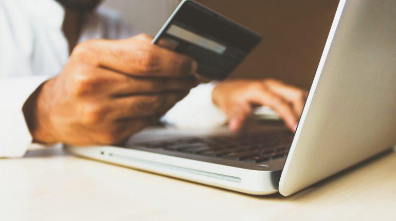 Jak sprawdzić, czy sklep internetowy sprzedaje oryginalne produkty?